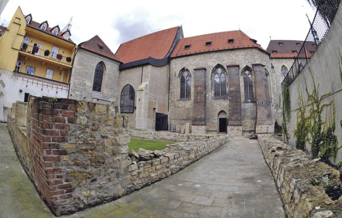 Anežský klášter, rajský dvůr minoritů