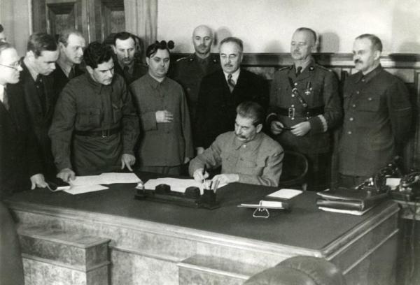 30 июля 1941 г. Подписание соглашения Сикорского – Майского, восстанавливающего дипломатическая отношения между Польшей и СССР.