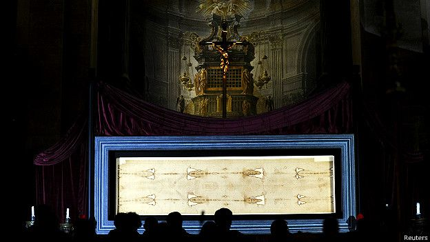 150419195253_holy_shroud_cathedral_turin_exposition_624x351_reuters