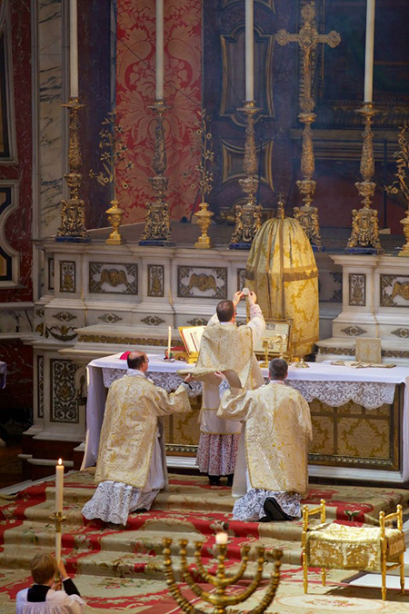 pontifical-high-mass-mgr-keith-newton-london-oratory-21-may-2015